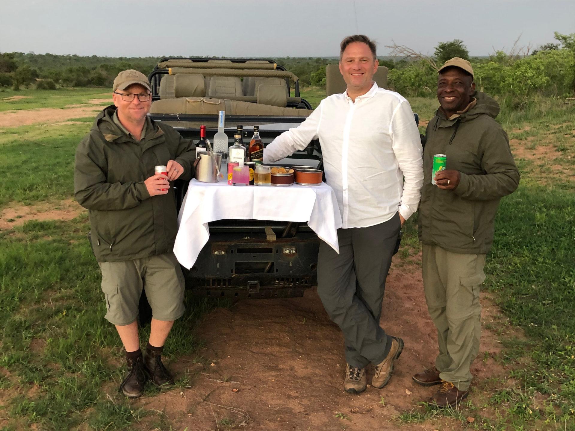 Master Tracker Jonathan (l.) und Jonas mit Fotograf Ralf Johnen