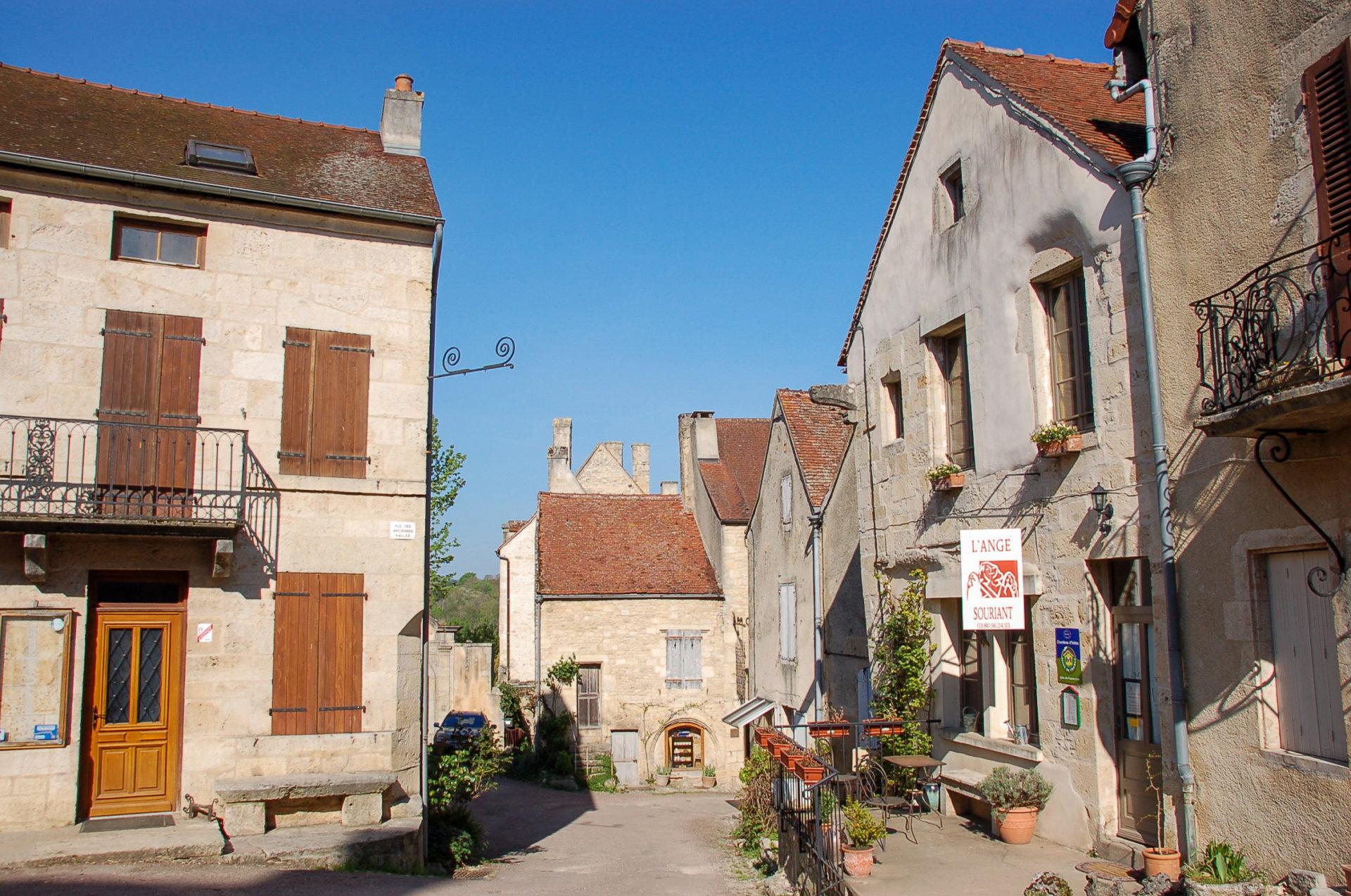Das Dorf Flavigny in Burgund gehört zu den schönsten Dörfern Frankreichs