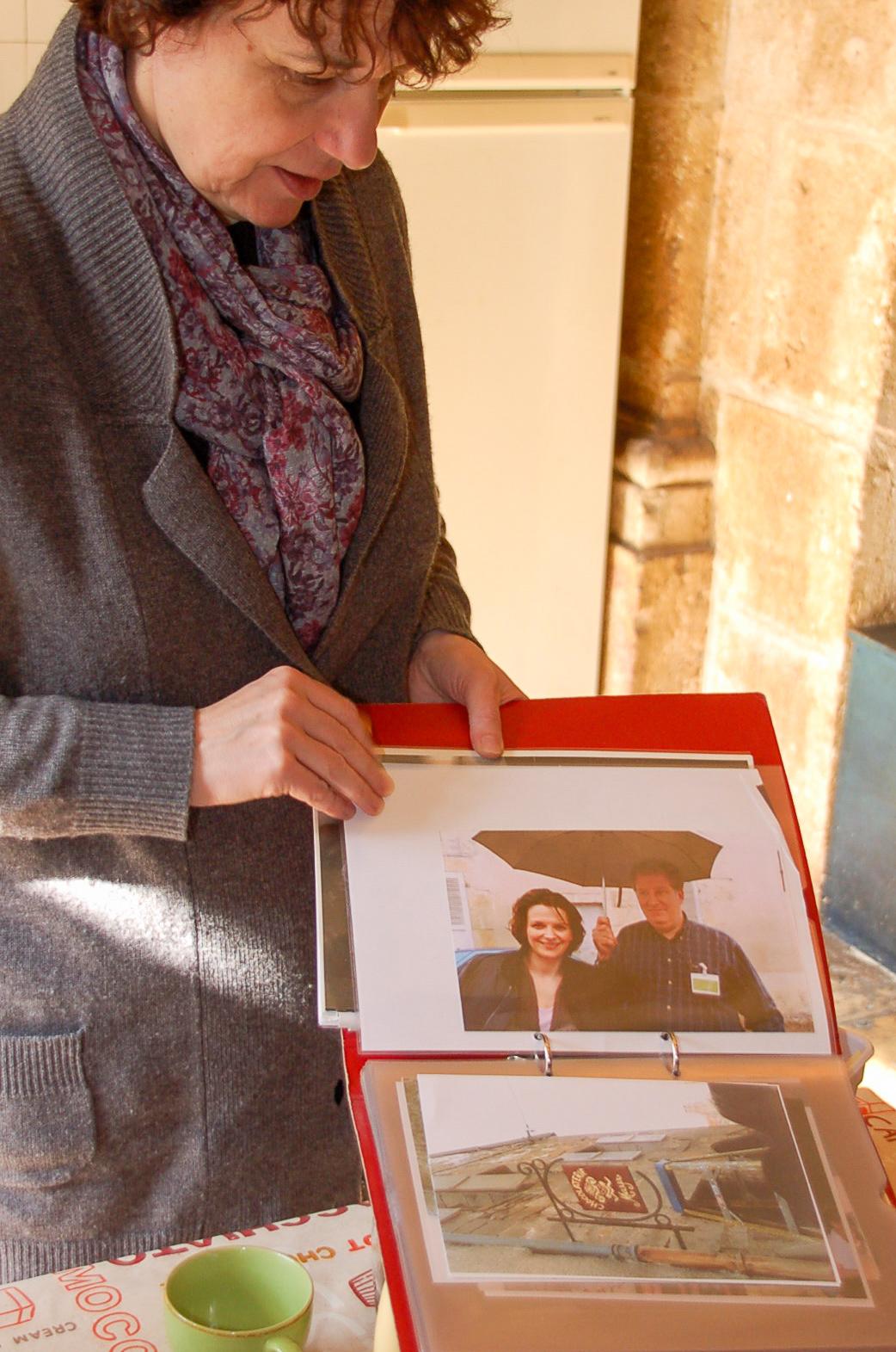 Foto von Juliette Binoche, die in Flavigny den Film »Chochlat« gedreht hat.